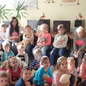 Światowy Dzień Pluszowego Misia w bibliotece szkolnej